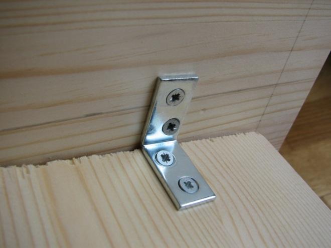 Angle bracket mounted